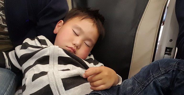 Oorpijn bij kinderen tijdens het vliegen